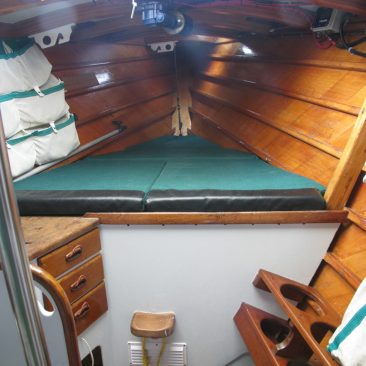 Forepeak, double berth