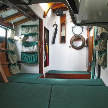 Main cabin, double-wide berth