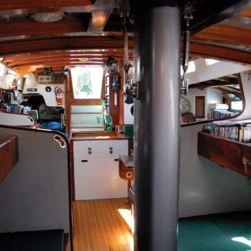 Upper and lower midship berths